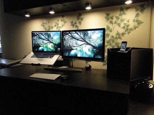 Ergotron&Unibody MacBook Pro&Benq E2200HD-1