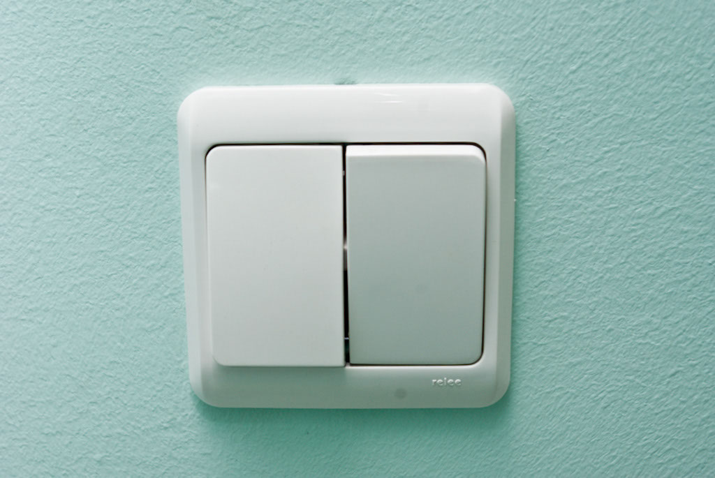 Выключатель света установлен