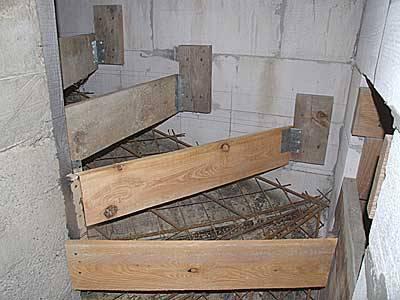 Бетонная лестница в подвал