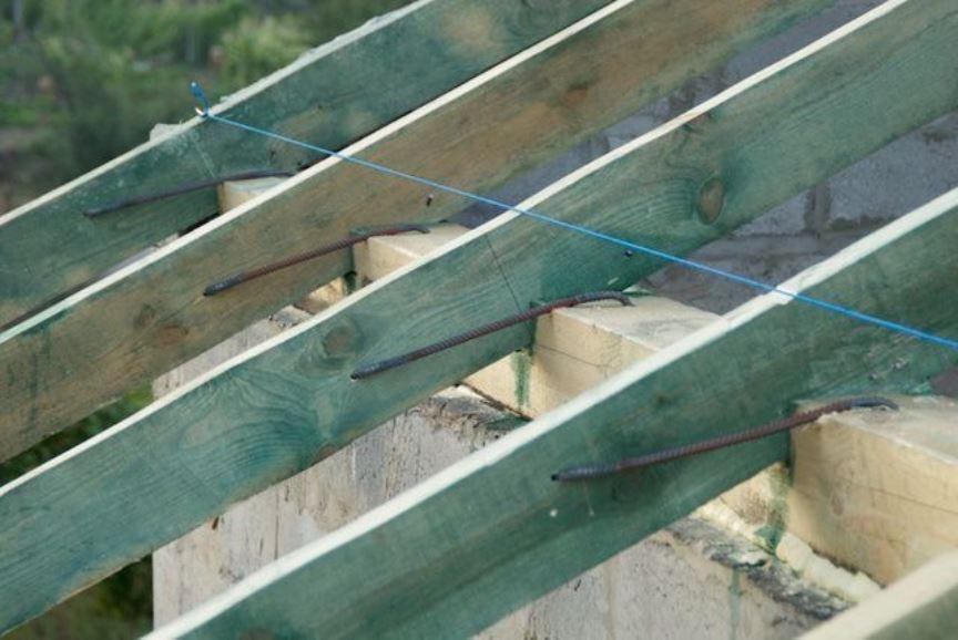 Баня из пеноблоков - связка стропил