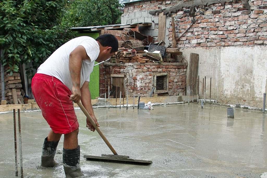 Как выровнять бетон