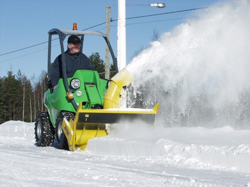Самоходная снегоуборочная машина