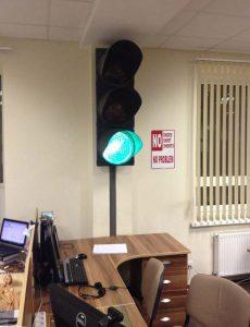 Установка светофора в офисе