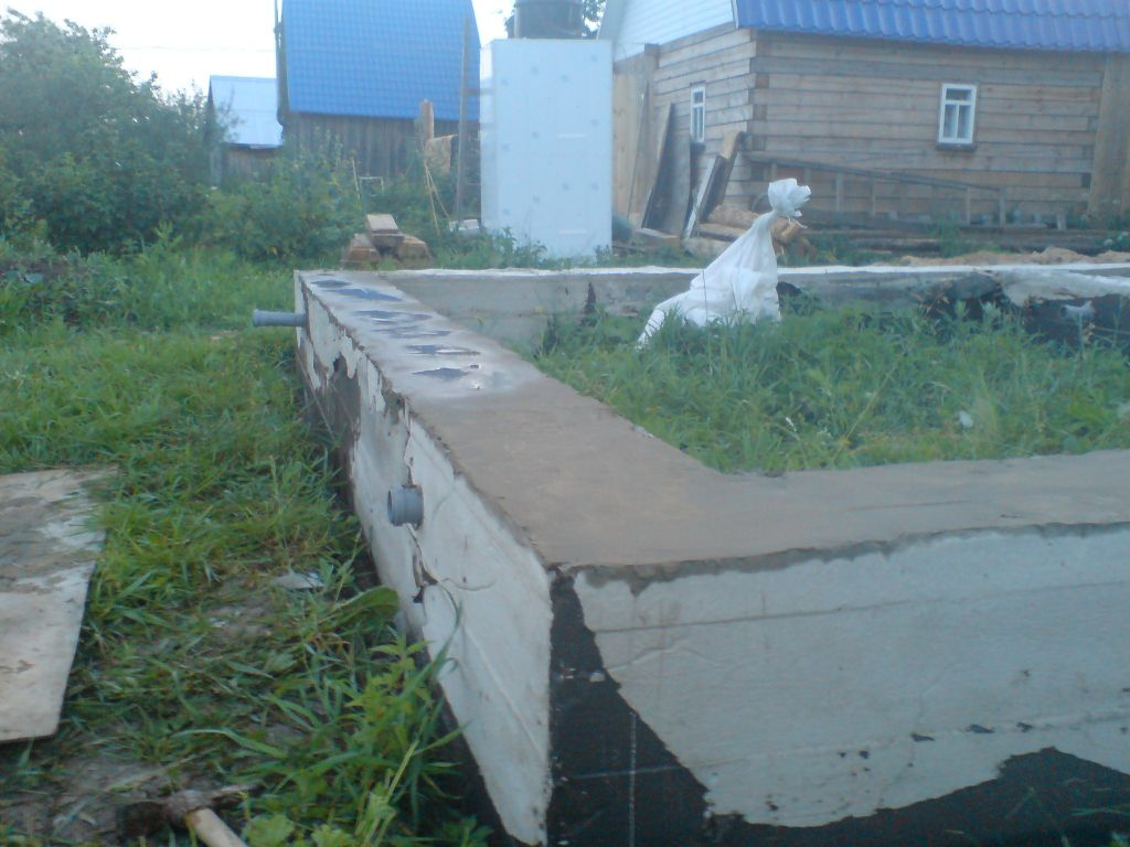 Выравнивание поверхности фундамента цементом