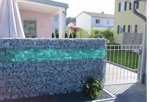Камин из габионов, стены из насыпного камня