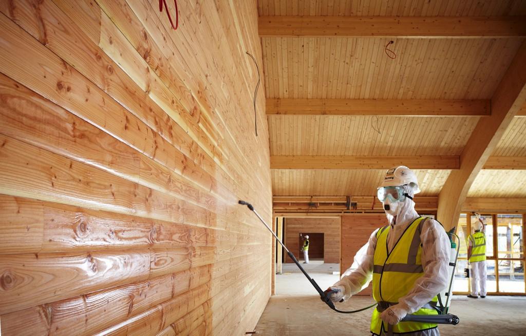 Обработка бруса антисептическими и защитными составами. Уход за древесиной.