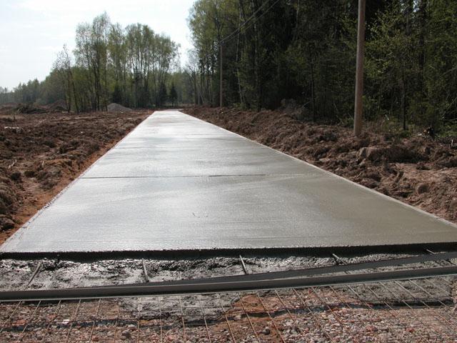 Заливка бетона на дачном дворе