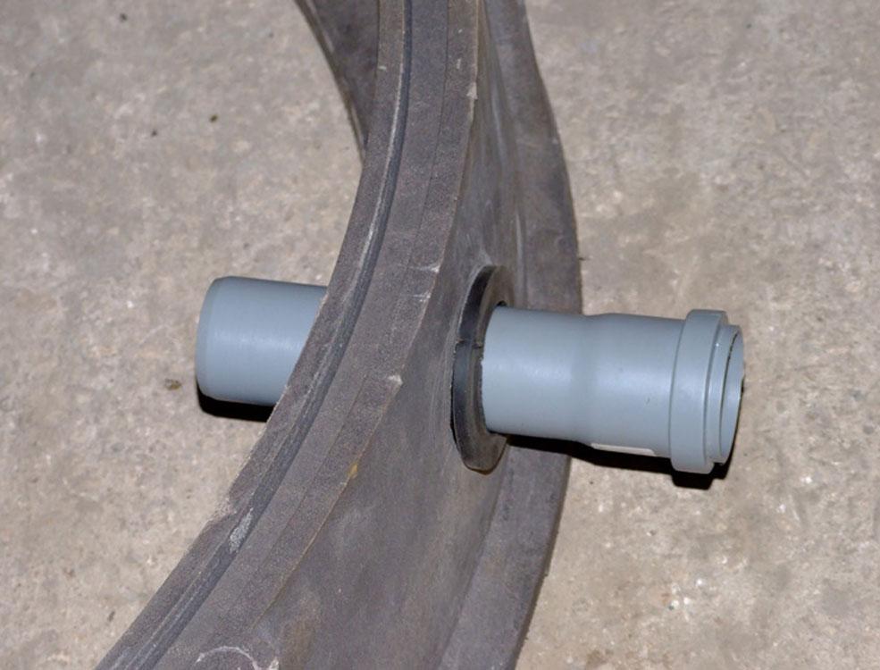 Песчано-полимерный колодец ввод трубы
