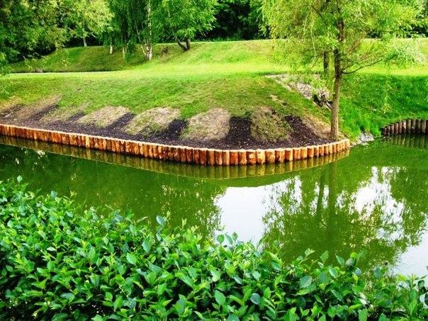Как укрепить берег деревянными сваями