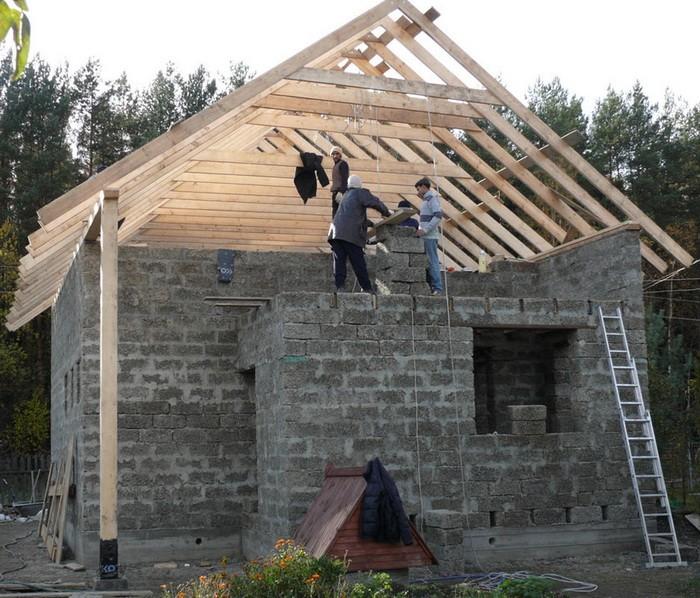 Двухскатная крыша с разными скатами фото