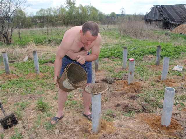 заливаем бетоном трубы