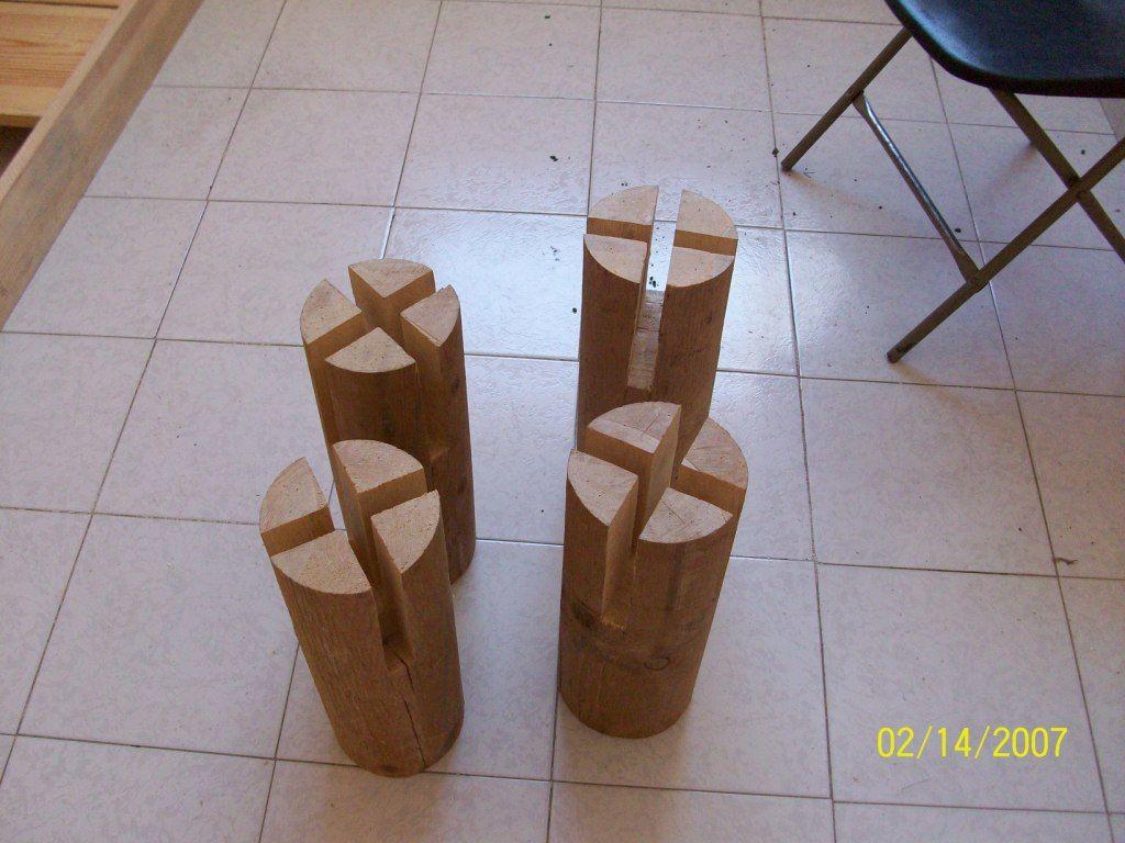 надрезанные столбы