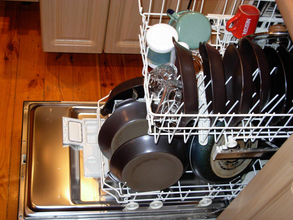 Как выбрать посудомоечную машину 45 см для дома