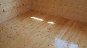 На новый деревянный пол стяжку укладывать нельзя