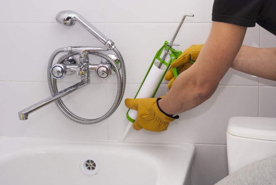 как герметизировать примыкание ванны