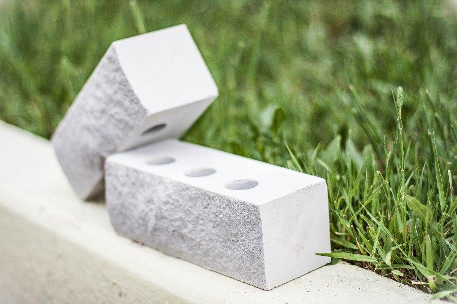 Где следует применять силикатный кирпич, его состав и свойства