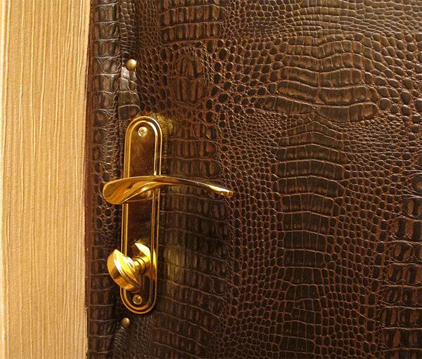Обшивка дверей декоративным материалом