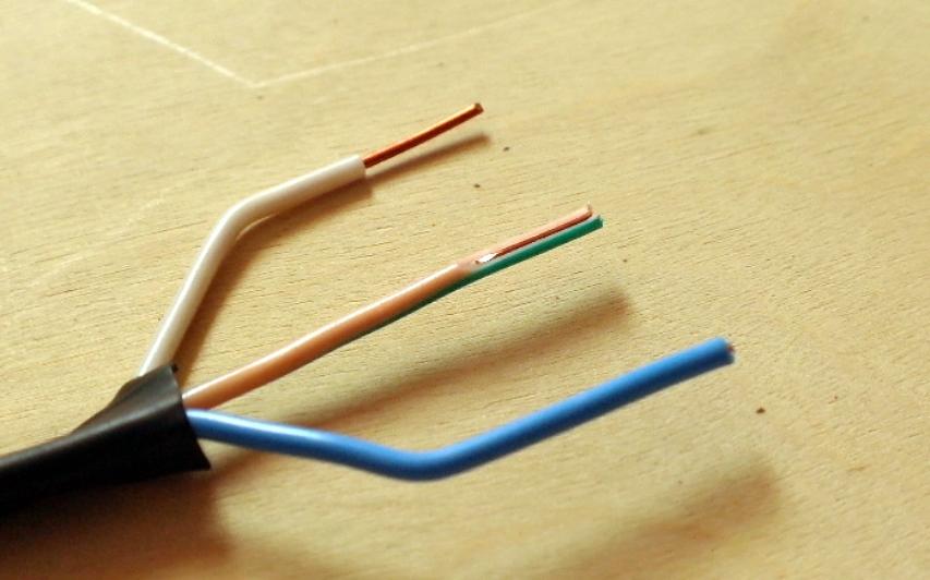 Повреждение провода при зачистке