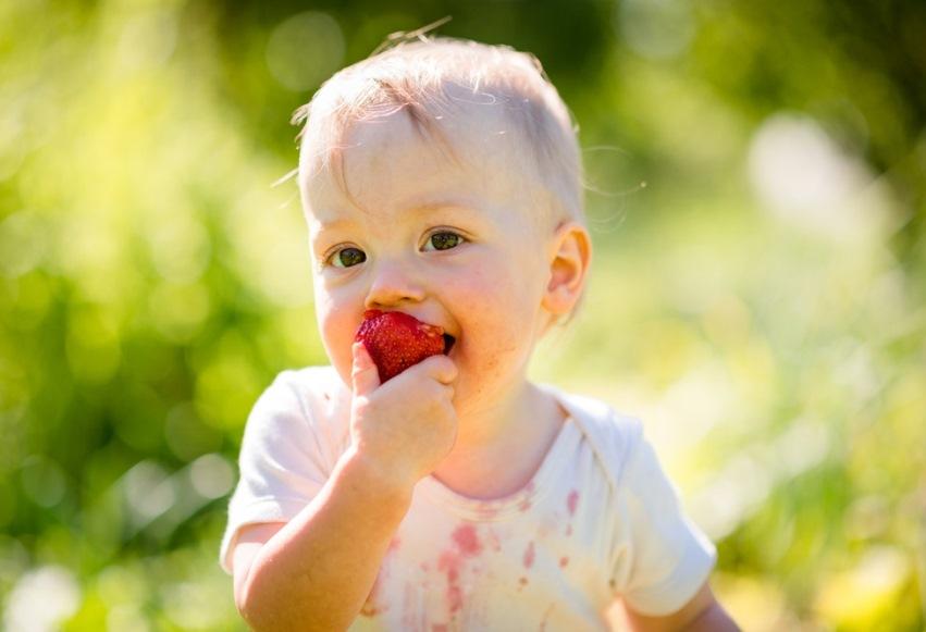 Стирка вещей с пятнами от фруктов