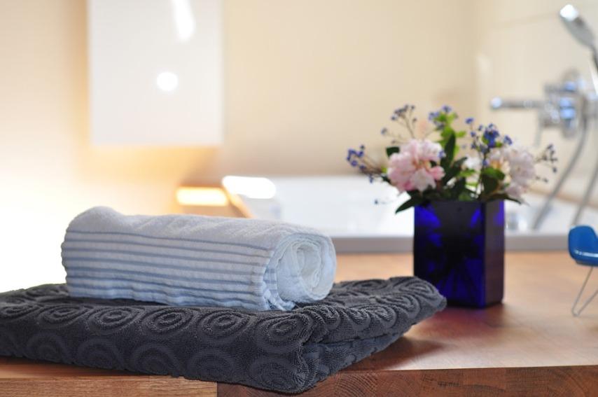 Особености устройства и оформления ванной комнаты в деревянном доме