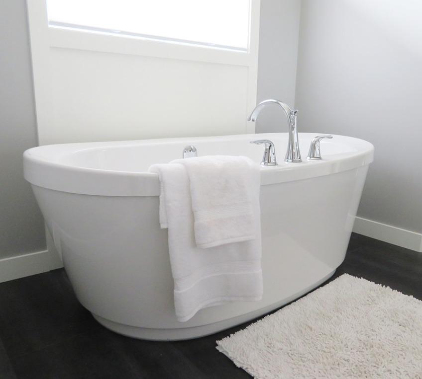 Ванная комната в доме из дерева: обустраиваем правильно