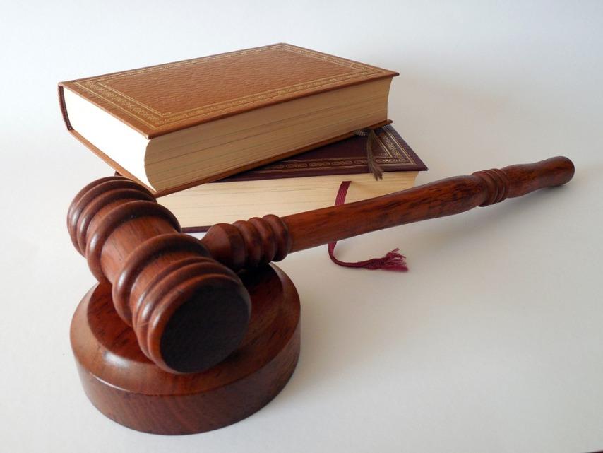 Обращение в суд при требованиях энергоконтролирующей компании перенести счетчик на столб