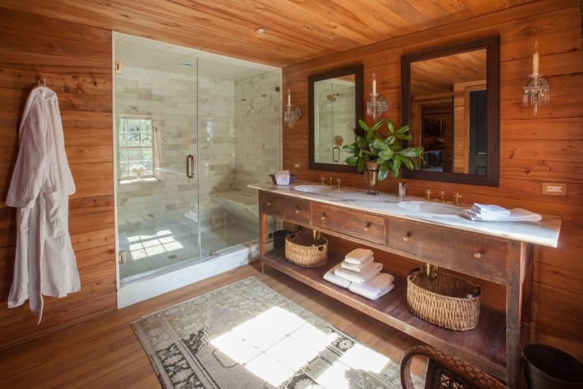Грамотное оформление стен в ванной в деревянном доме