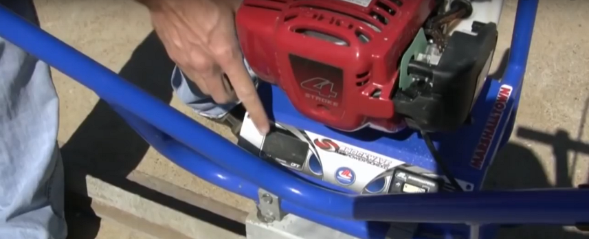 Инструменты на корпусе двигателя