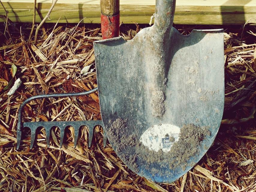 Последовательность действий перед зимним хранением садового инвентаря