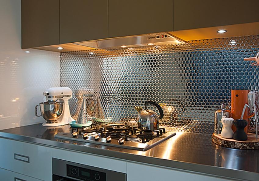 Стиль и элегантность стальной мозаики на кухонном фартуке