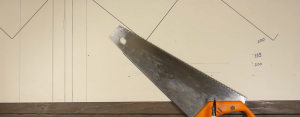 Разметка угла 45° с помощью ножовки