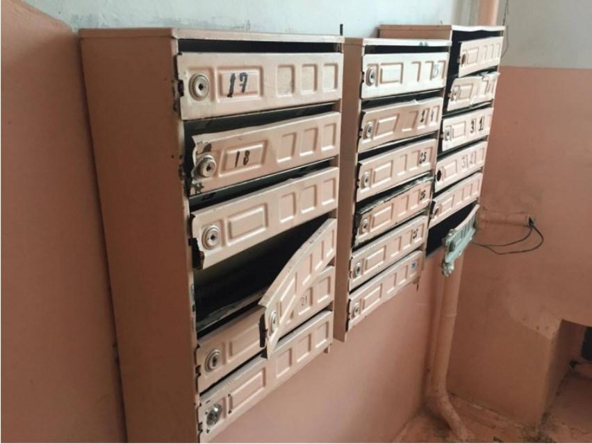 Почтовые ящики в подъезде