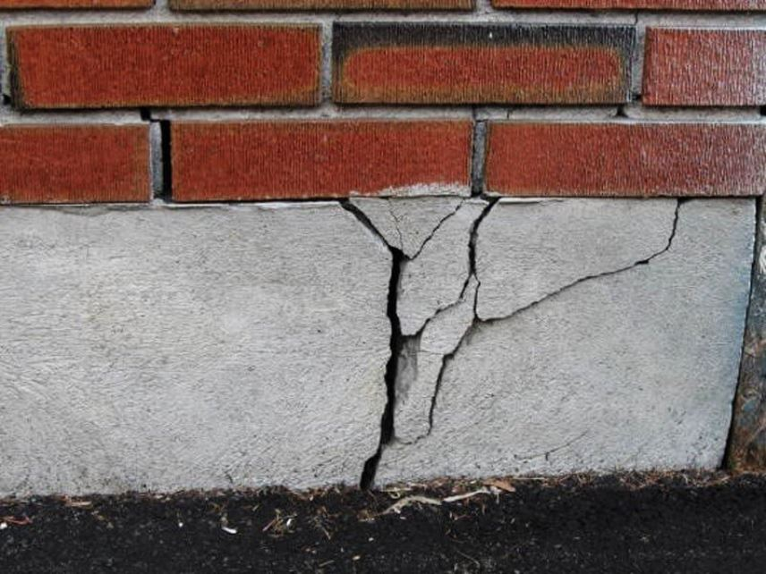 Фундамент с трещиной