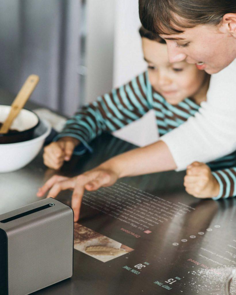 Сенсорный экран рецептов на  кухне