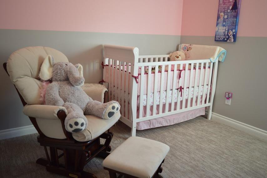 Красота и изящество мебели из сосны для детской