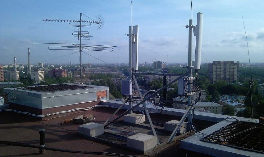 Телефонная вышка на крыше многоэтажного дома (фото 3)