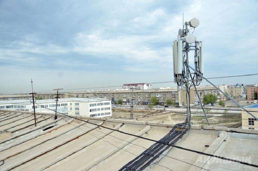 Телефонная вышка на крыше