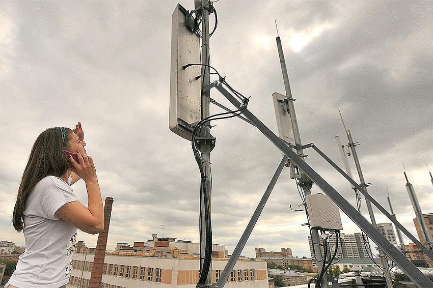 Телефонная вышка на крыше многоэтажного дома (фото 2)