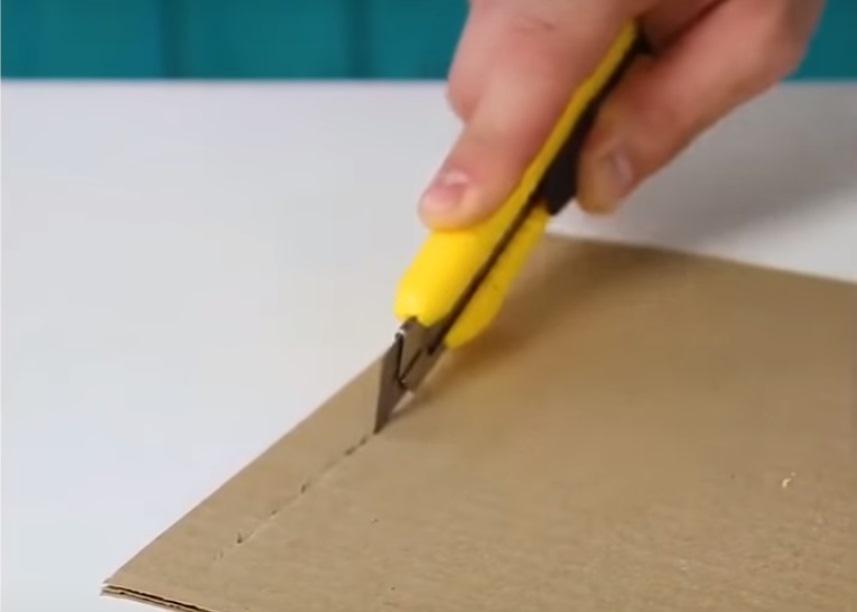 Тупой канцелярский нож