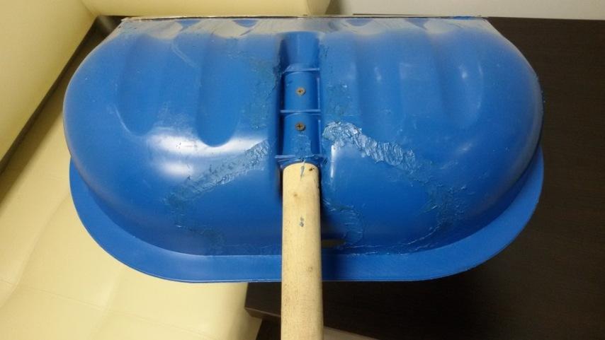 Восстанавливаем пластиковую лопату для снега