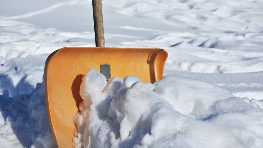 Какие бывают снегоуборочные лопаты