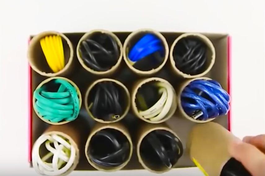Лайфхаки: хранилище для шнуров