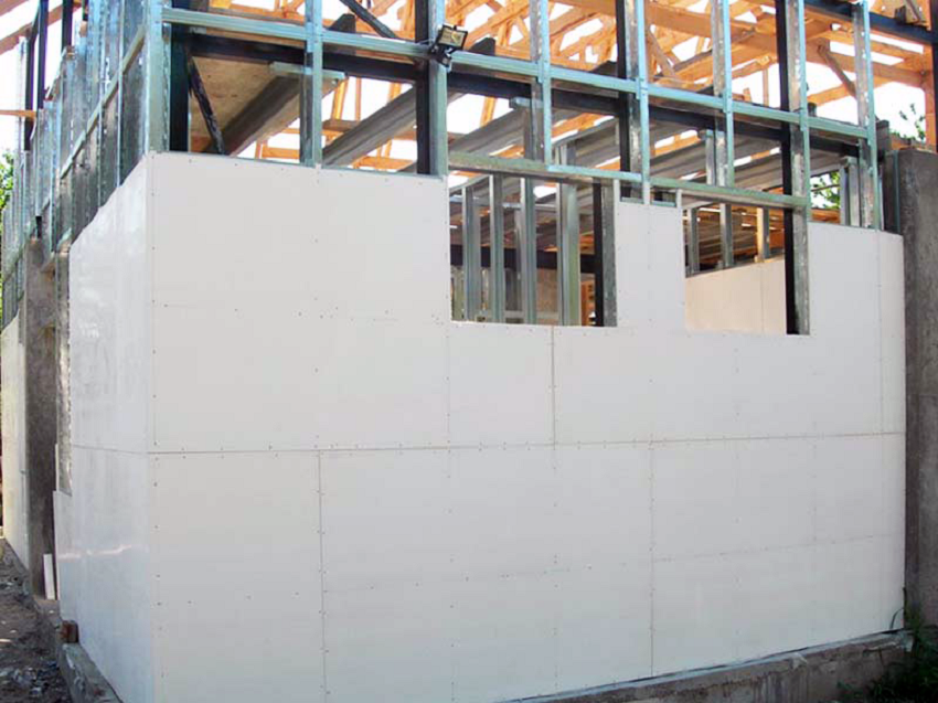 Здание обшито стекломагниевым листом
