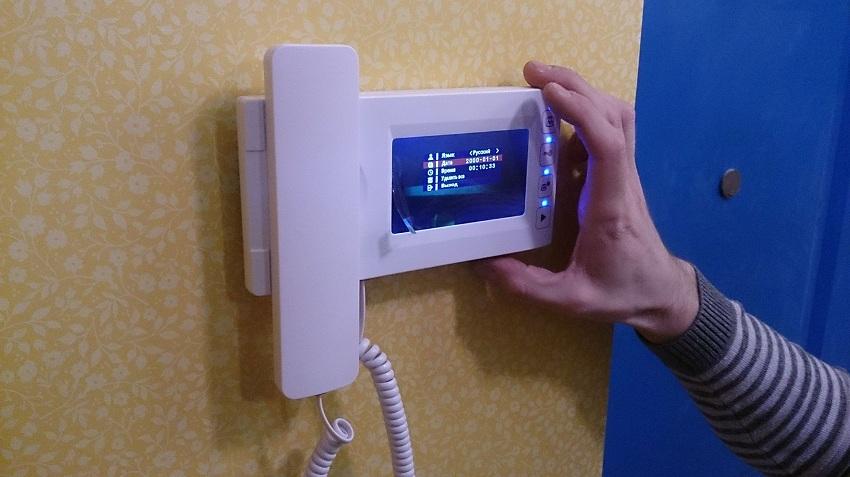 Установленный видеодомофон