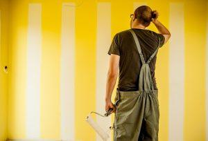 Полосы на стене