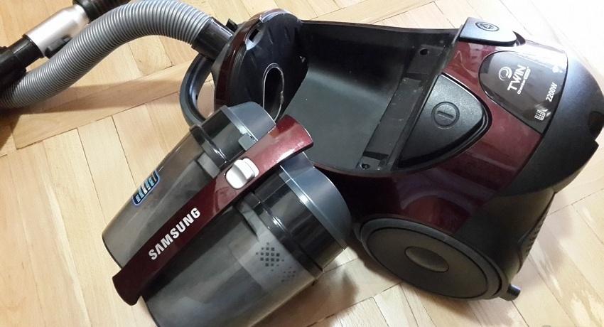Циклонный пылесос со снятым фильтрующим элементом