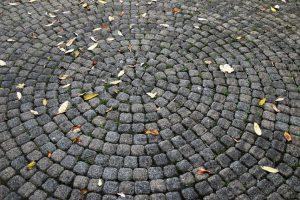 Особенности ухода за тротуарной плиткой