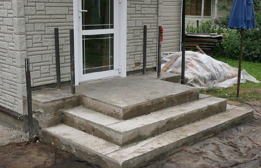 Основные этапы заливки бетонного крыльца