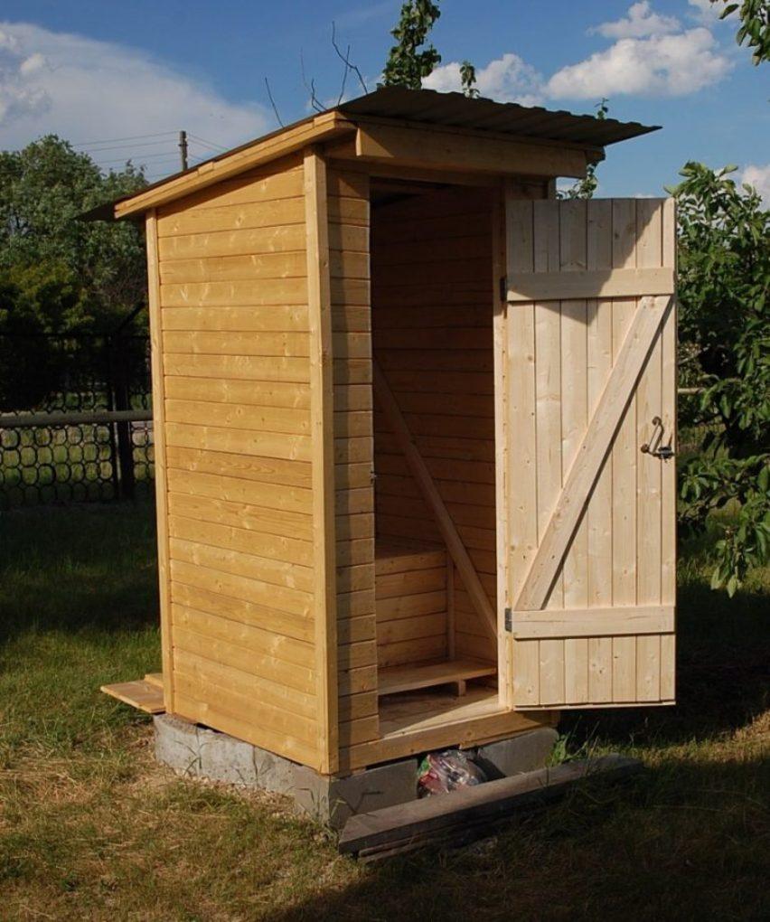 Крыша в туалете на улице: требования к возведению