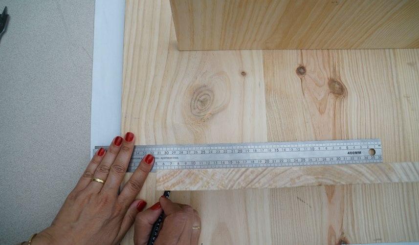 Разметка для настенной этажерки